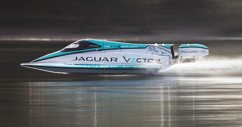 Jaguarjev rekord na vodi