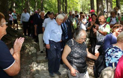 Spominska slovesnost pri Ruski kapelici: 1161 m visok vzpon v preteklost