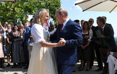 Putin obiskal poroko Avstrijske ministrice Karin Kneissl