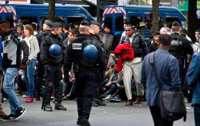 Invazija migrantov na Pariz. Slovenski mediji molčijo!