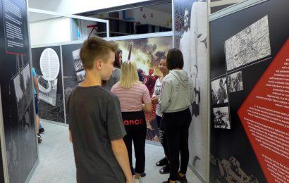 Bi morali mlade opominjati na drugo svetovno vojno?