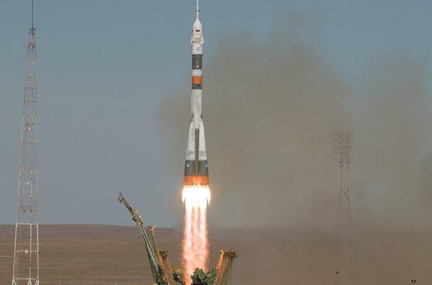 Trd pristanek Sojuza: rusko-ameriška posadka preživela razpad rakete