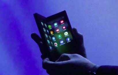 Samsung razkril svoj prvi zložljivi telefon