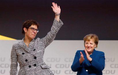 Annegret Kramp-Karrenbauer nasledila Angelo Merkel