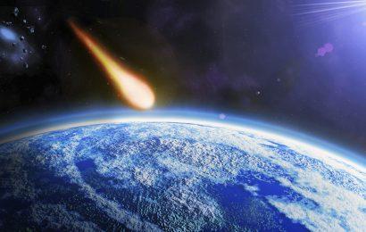 Je na rusko ozemlje padel ogromen meteorit? (VIDEO)