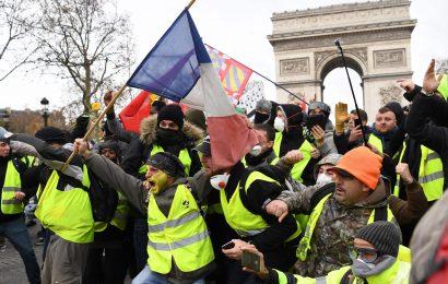 Francija porumenela, Macron v nevarnosti