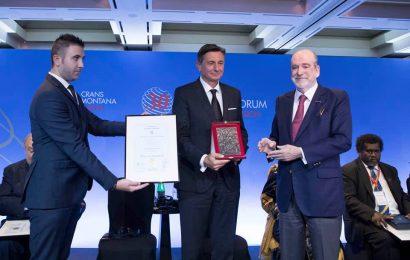 "Borutu Pahorju priznanje foruma Crans Montana ""Prix de la Fondation"""