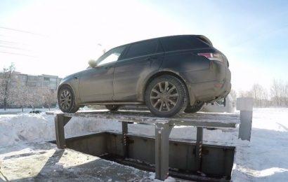 »Človek iz leta 2029«: Poglejte si Rusa, ki je spravil svoj avto pod tlemi parkirišča (VIDEO)