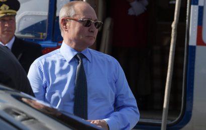 Putin v Francijo s sabo pripeljal helikopter (VIDEO)