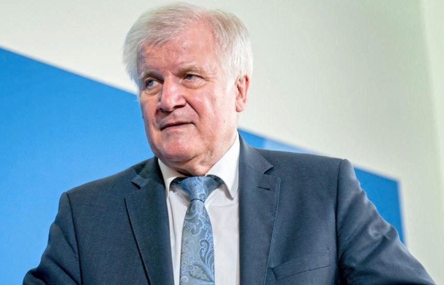 Nemški Seehofer bo določenim Sircem odvzel status beguncev