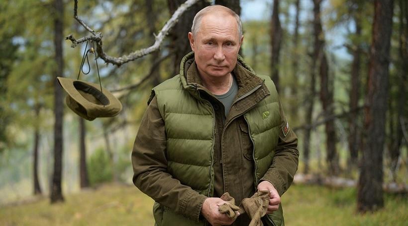 Putin na predvečer rojstnega dne priredil piknik in nabiral gobe sredi tajge