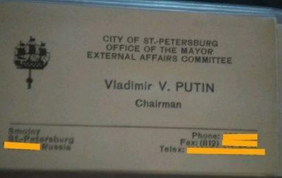 Na spletu prodajajo 20 let staro Putinovo vizitko za okoli 30.000 evrov
