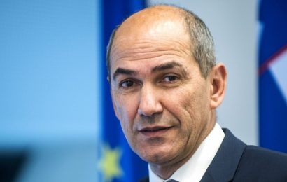 Janez Janša: Slovenija je za ilegalne migrante vmesna postaja v milijardnem poslu za tihotapce