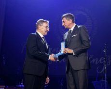 Predsednik Pahor odlikoval obrtno podjetniško zbornico Slovenije