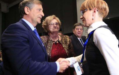 Aleksandra Pivec zamenjala Karla Erjavca na vrhu stranke DESUS