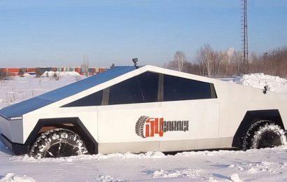 Ruski »Tesla Cybertruck«, narejen na bazi terenca UAZ, preizkušen na terenu