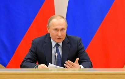"""Putin je zavrnil uvedbo izrazov """"starš št.1"""" in """"starš št.2"""""""