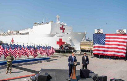 COVID-19: 70.000 tonska vojaška ladja prisidrala v New Yorku