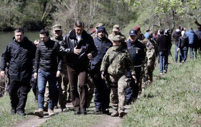 Pahor z vojsko in policijo na meji