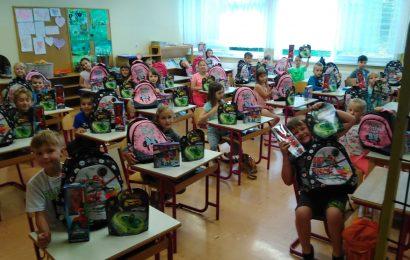 Drugi razred v OŠ Vitanje za konec Šolskega leta dobil za darilo DISNEY torbe in LEGO kocke