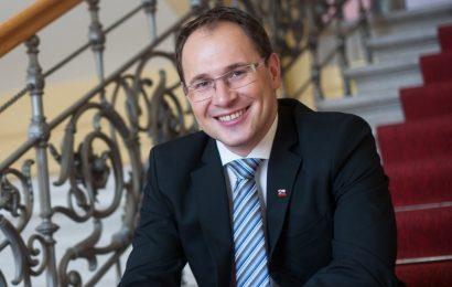 Minister Jernej Vrtovec na delovnem sestanku z župani pomurske regije