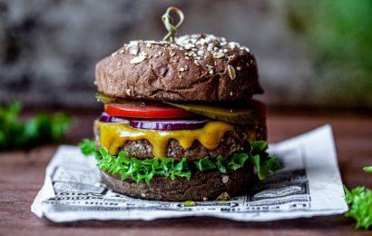 """Veganski ajdov burger: """"Grečka"""" v sodobni obliki (RECEPT)"""