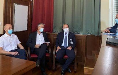 Minister Tomaž Gantar na posvetu z direktorji bolnišnic