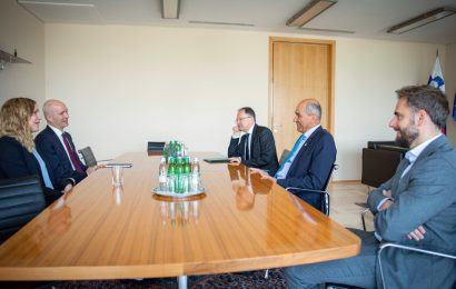 Predsednik vlade Janez Janša na srečanju z nemškima veleposlanikoma