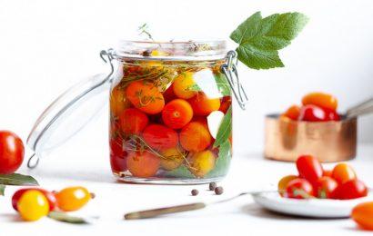 Malo soljeni paradižniki: Ruski način za ohranjanje poletja v hrani (RECEPT)