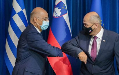 Predsednik vlade Janez Janša z grškim zunanjim ministrom Nikosom Dendiasom