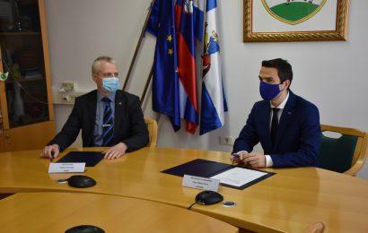 Ministrstvo za obrambo bo na podlagi dogovora z Občino Pivka sofinanciralo prenovo ceste Parje–Juršče