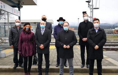 Minister Jernej Vrtovec na odprtju prenovljene kočevske železnice