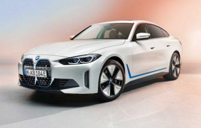 Pogled na prvi povsem električni BMW i4 na letni konferenci BMW Group