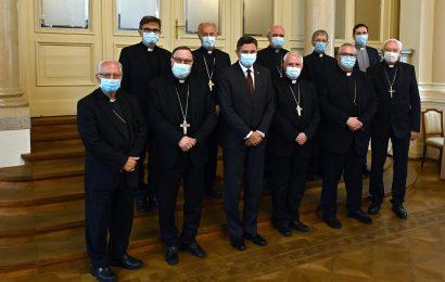 Pahor priredil kosilo za Škofe