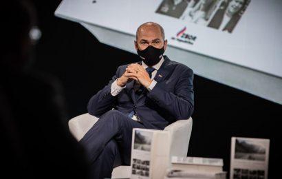 Predsednik vlade Janez Janša na pogovoru ob predstavitvi zbornika Z lepilom na podplatih – trideset let slovenske države