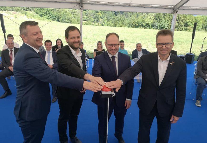 Minister Černač ob začetku gradnje sončne elektrarne Prapretno: »Zelena prihodnost je v naših rokah«