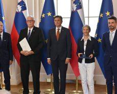 Predsednik Republike Slovenije Borut Pahor je danes na posebni slovesnosti v Predsedniški palači vročil državna odlikovanja