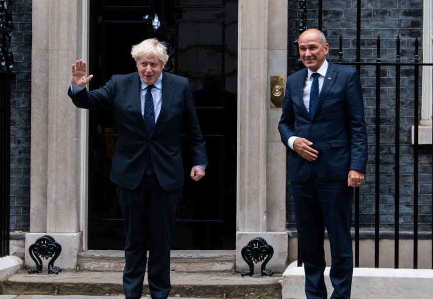 Predsednik vlade Janez Janša z britanskim premierjem Borisom Johnsonom v Londonu